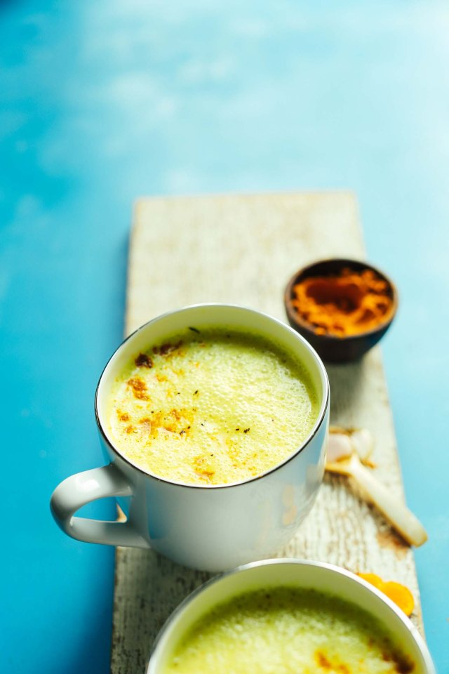 CREAMY-Golden-Milk-Latte-in-5-minutes-Anti-inflammatory-healthy-digestion-SO-delicious-vegan-glutenfree-healthy-goldenmilk-turmeric-latte